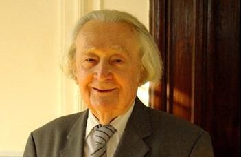 Elhunyt Szathmári István