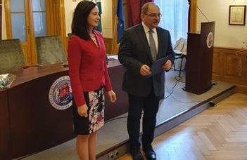 Az Észt Külügyminisztérium Ezüst Érdemrendje